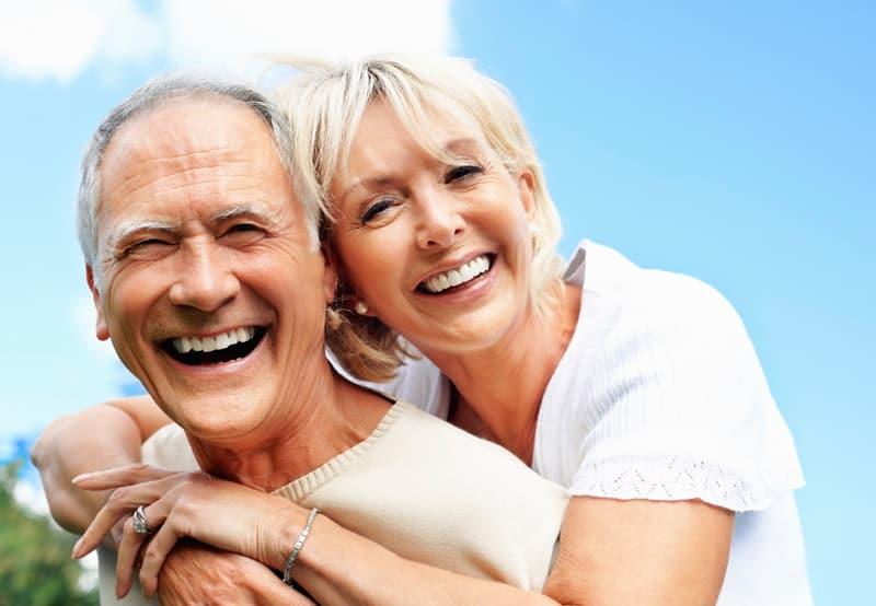 Los implantes dentales con un correcto cuidado son para siempre